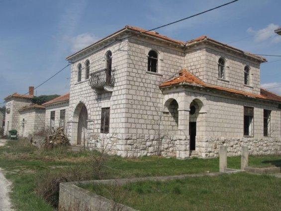 krece-obnova-zgrada-na-banovaci